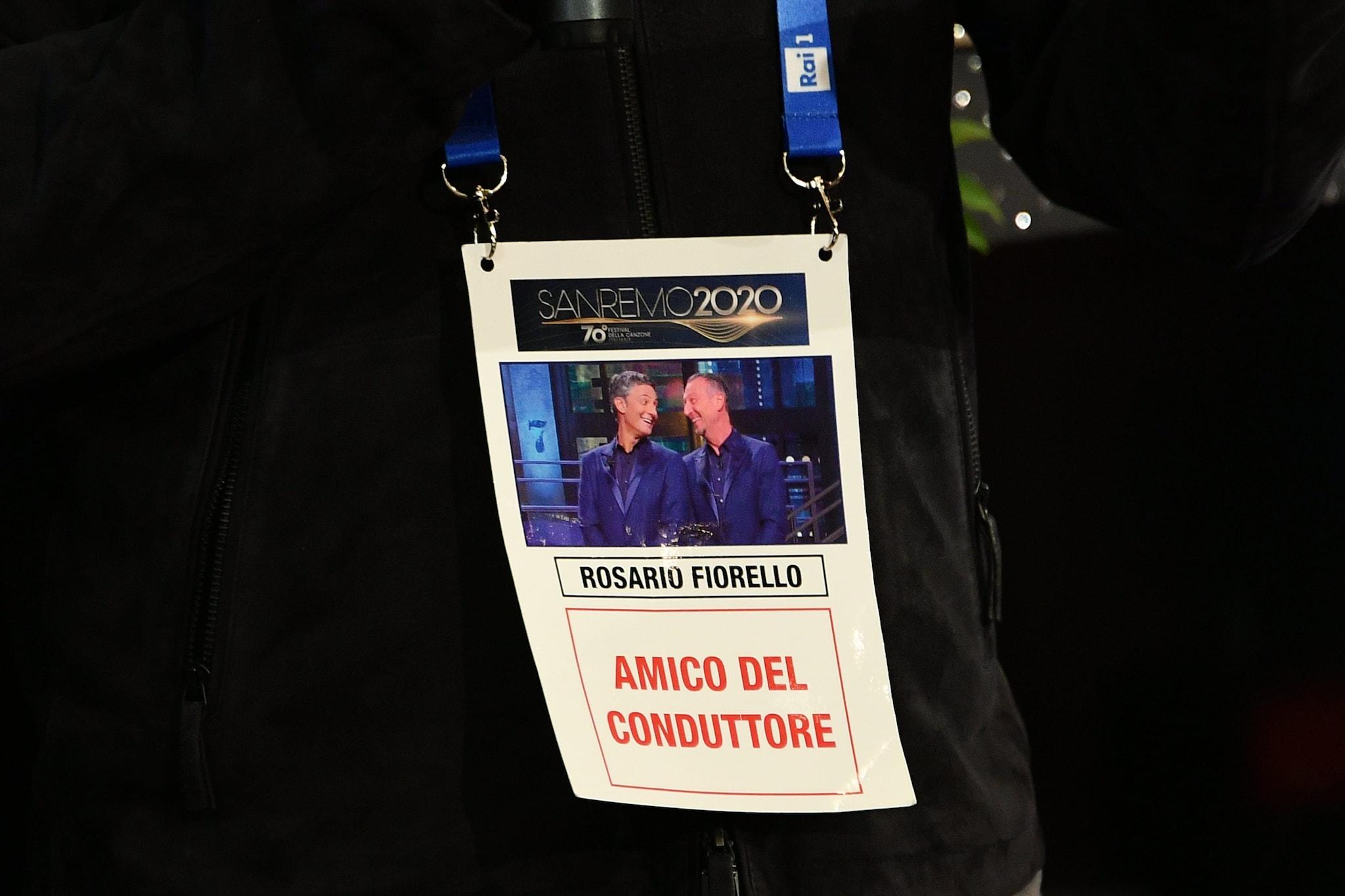 Il pass di Fiorello nell'area stampa gremita di giornalisti