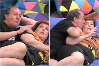 """Fulvio Abbate: """"Sono un cesso"""" e Patrizia De Blanck lo consola, scatta un bacio sulla guancia"""