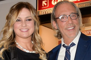 Luca Ward è sposato con Giada Desideri, il doppiatore ha tre figli: Guendalina, Lupo e Luna