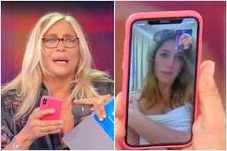 """Mara Venier chiama in diretta Elisa Isoardi, lei appare in asciugamano: """"Ero sotto la doccia"""""""