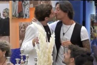 Grande Fratello Vip: il bacio tra Tommaso Zorzi e Francesco Oppini