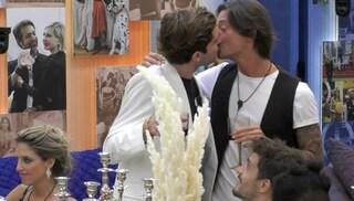 """Il bacio tra Tommaso Zorzi e Francesco Oppini: """"Potrebbe accadere di nuovo. Innocente? Lo dici tu"""""""