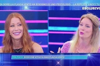 """Flavia Vento litiga con sua sorella Sabina, che l'accusa: """"Non sei normale, trovati un compagno"""""""
