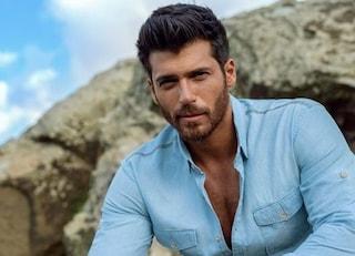 """Can Yaman: """"Sono single, con Demet solo una forte amicizia. Spero di poter lavorare con Özpetek"""""""