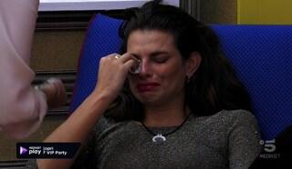"""Dayane Mello in lacrime, non ha parlato con la figlia al GFVip. Signorini: """"Non dipende solo da noi"""""""