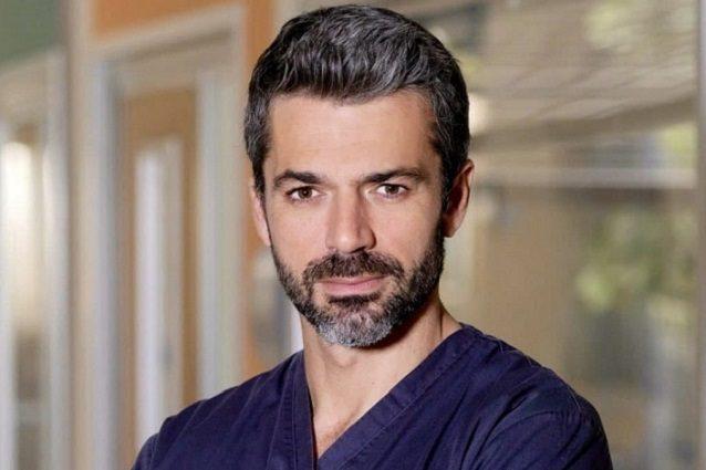 Luca Argentero è Massimo, marito di Antonia e voce narrante