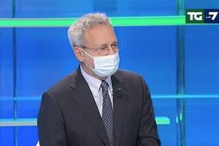 """Enrico Mentana primo conduttore in onda con la mascherina: """"Inopportuno dare il cattivo esempio"""""""
