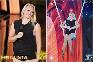 Liina Aunola in finale a Tu sì que vales, la standing ovation dei giudici all'acrobata di 41 anni