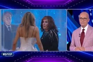 """Patrizia De Blanck davanti a Guenda: """"Mi hanno detto che Amedeo Goria è bravo a letto"""""""