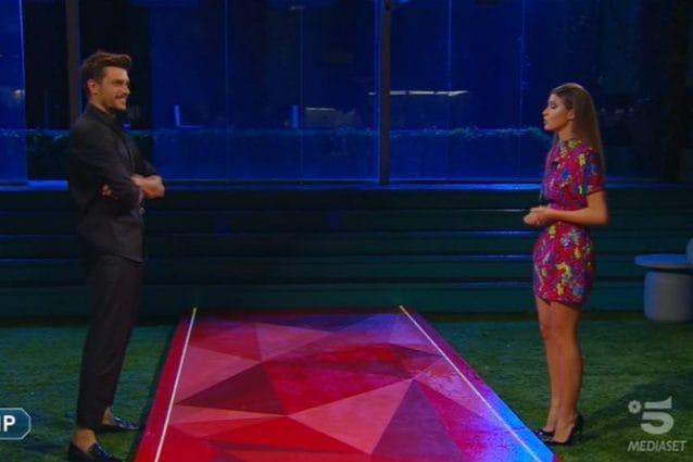 Le lacrime di Andrea Zelletta e della fidanzata Natalia