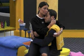 "Elisabetta Gregoraci piange salutando Pierpaolo prima di lasciare il GF: ""Ma tu devi proseguire"""