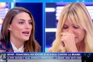 Minacciate le figlie di Matilde Brandi, cosa c'era dietro le lacrime in tv dell'ex del GF