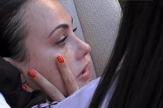 """Adua Del Vesco piange: """"Perché il mio fidanzato non mi manda un segno?"""", la risposta di Giuliano"""