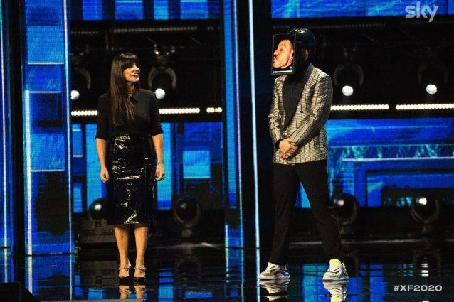 Alessandro Cattelan collegato da casa per aprire la seconda di X Factor