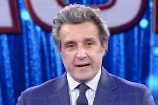 """Flavio Insinna ricorda Gigi Proietti a L'Eredità: """"Non smetteremo mai di ringraziarlo"""""""