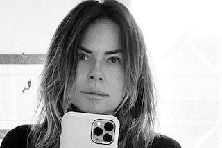 """Paola Perego positiva al Covid, peggiorano i sintomi: """"Nausea devastante e dolori"""""""