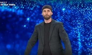 """Adam, il miglior lanciatore di coltelli al mondo: """"Avevo un cancro, mi davano due mesi di vita"""""""