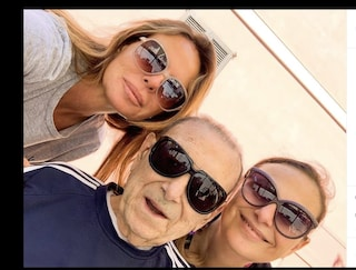 """Il dolore di Paola Perego nell'addio a suo padre: """"Ora ti immagino sorridere"""""""