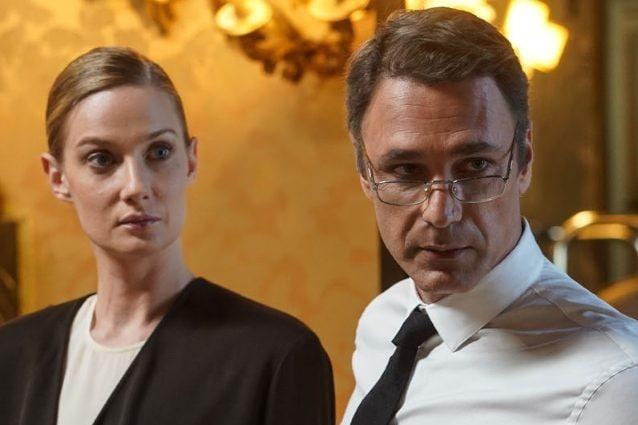 Eva Riccobono e Raoul Bova in una scena della serie Made in Italy