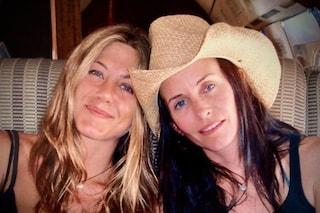 Buon compleanno Jennifer Aniston, la dolce dedica dell'amica Courtney Cox