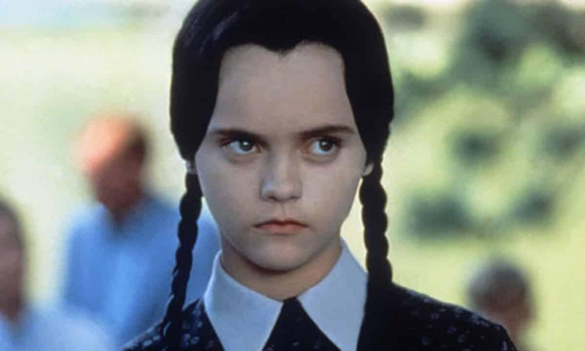 Christina Ricci nei panni di Mercoledì nella saga anni 90