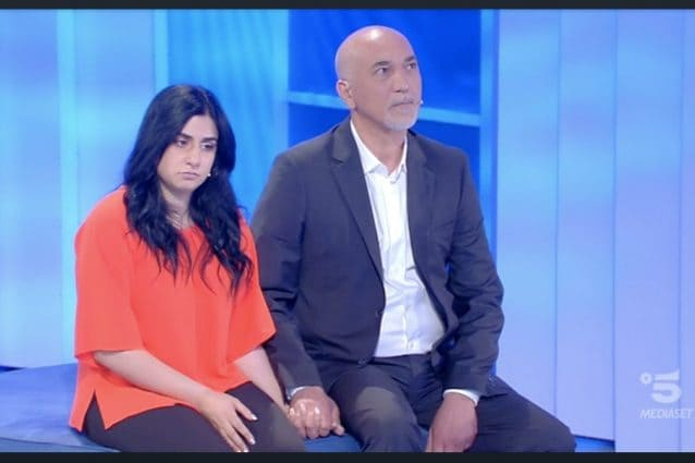 Anna e il suo fidanzato coetaneo del padre, la storia difficile tra figlia e genitori