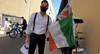 Tom Ellis associa la bandiera italiana alla mafia, critiche all'attore di Lucifer