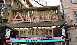 """Sanremo sarà senza pubblico, ma sull'insegna dell'Ariston c'è scritto """"acquista il tuo biglietto"""""""