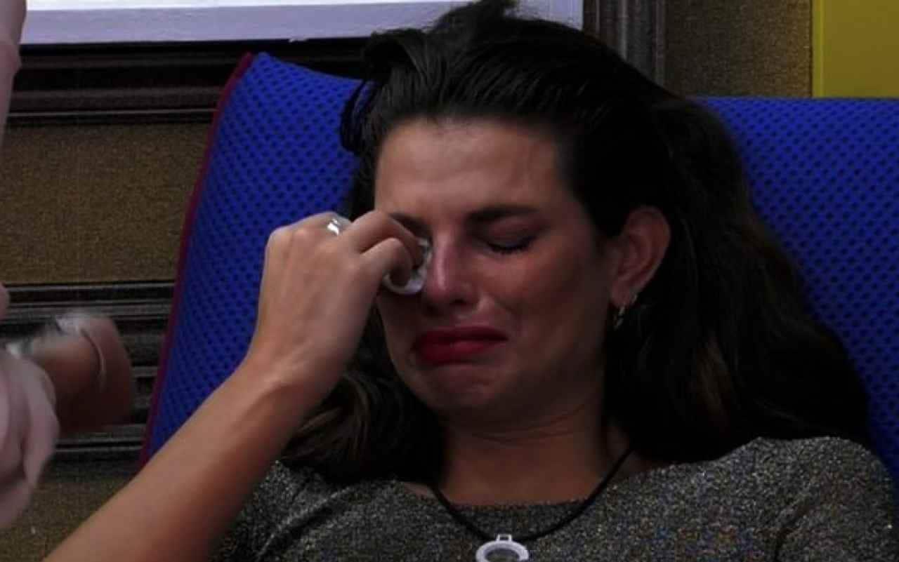 Dayane in lacrime dopo la notizia della morte del fratello Lucas
