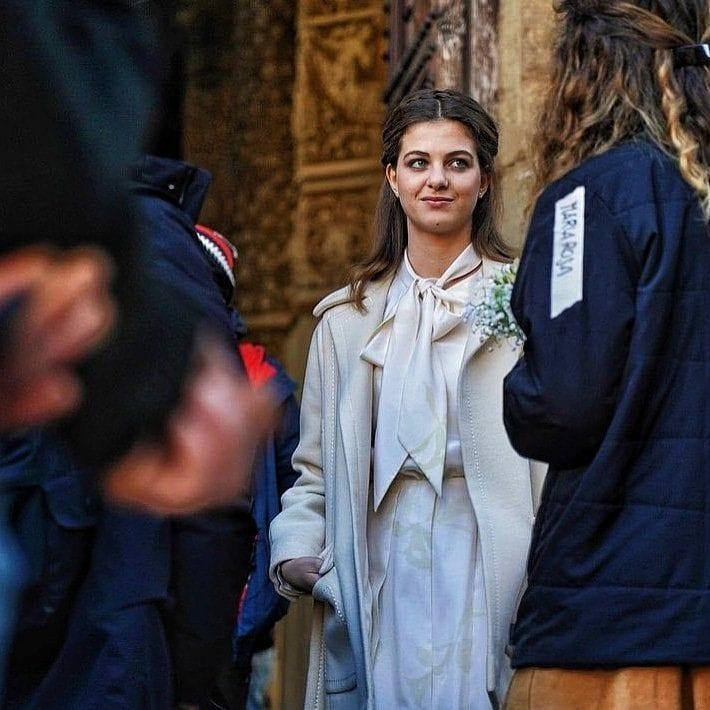 Lenù sposa in Piazza della Signoria a Firenze