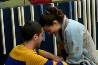 GFVip, Tommaso regala a Dayane il peluche del suo cane Gilda