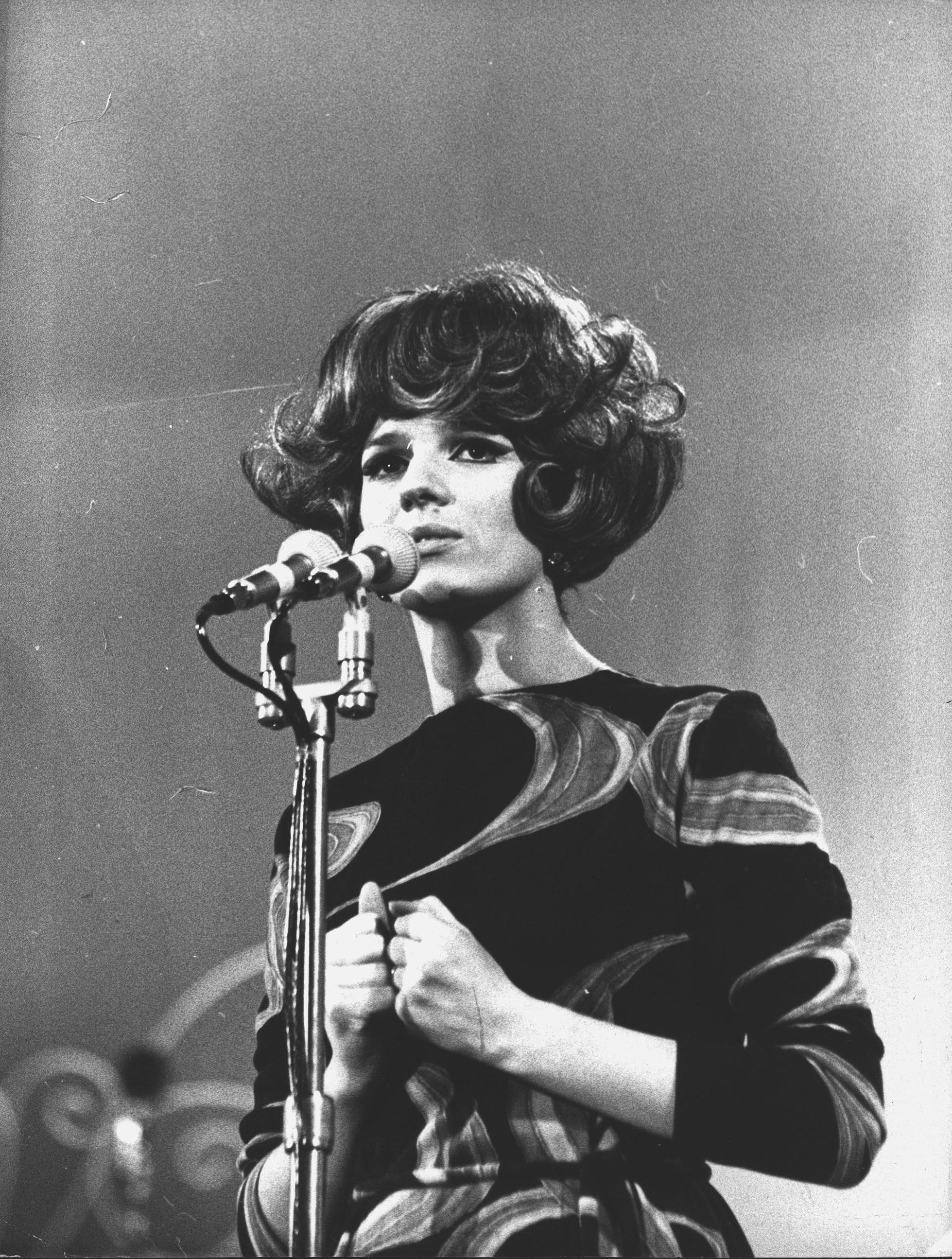 (in foto: Iva Zanicchi al Festiva di Sanremo 1966, La Presse)