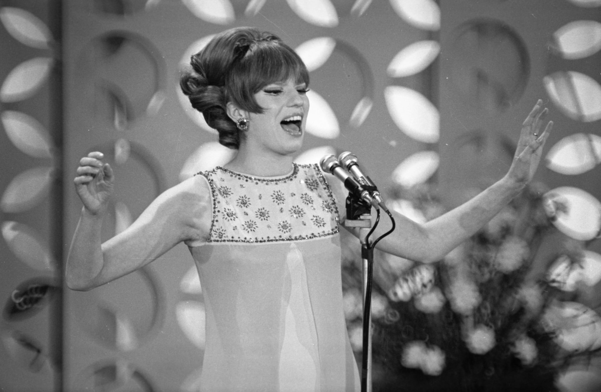 (in foto: Iva Zanicchi al Festiva di Sanremo 1967, La Presse)