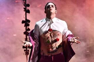 Achille Lauro nell'ultimo quadro di Sanremo, di chi sono le voci che lo attaccano fino a sanguinare