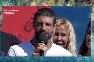 """Isola dei Famosi, Gilles Rocca torna dopo il malore: """"Mi hanno fatto 16 ore di flebo"""""""