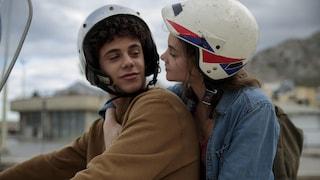 Sulla stessa onda, il film Netflix sull'amore teen e la distrofia muscolare in una Sicilia da sogno