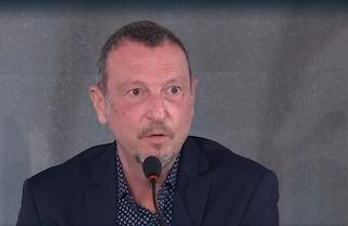 """Amadeus: """"A Sanremo 2021 ci saranno applausi finti, sono un aiuto psicologico"""""""