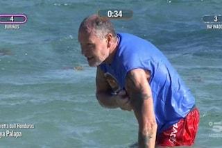 Infortunio alla spalla per Paul Gascoigne all'Isola dei famosi, portato via durante la diretta