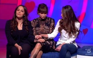 Alessandra Amoroso in lacrime a C'è posta per te per le tre sorelle che hanno perso mamma e papà