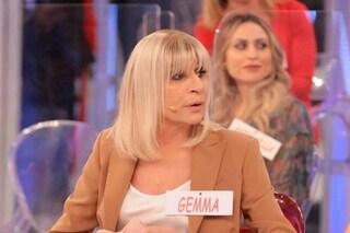 Incidente a Uomini e Donne per Gemma Galgani: cade dalle scale, poi viene lasciata da Maurizio