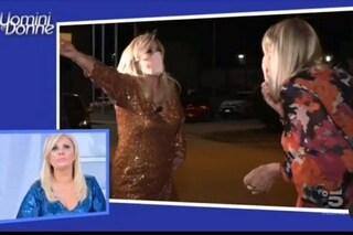 Gemma Galgani e Tina Cipollari litigano nel parcheggio, scontro furioso in esterna