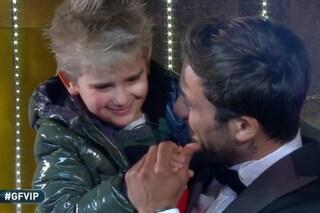 """Pierpaolo Pretelli in lacrime per il figlio Leonardo: """"Ti amo"""", Ariadna Romero resta in disparte"""