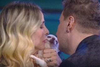 GFVip, Stefania Orlando riabbraccia Simone Gianlorenzi e il suo cagnolino Margot