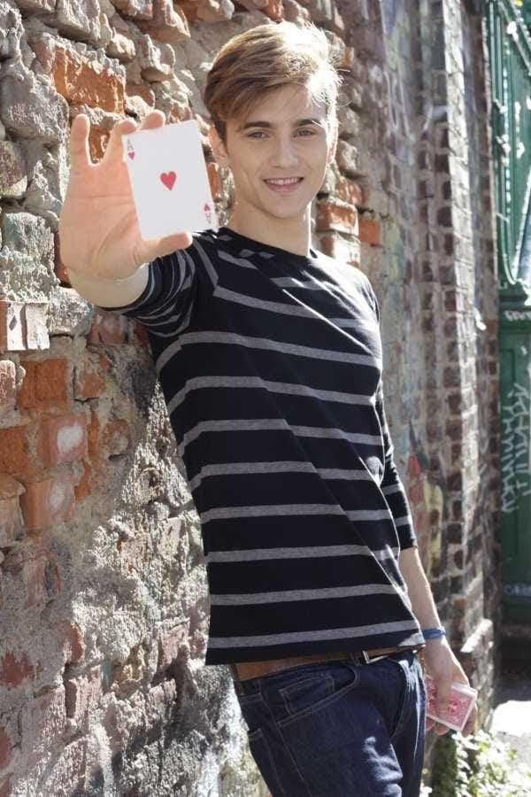 Stefano Bronzato in Steven street of magic