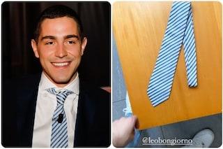 Tommaso Zorzi nella prima puntata del Maurizio Costanzo show, di chi è la cravatta che indossa