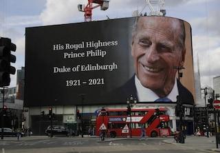 La tv omaggia il Principe Filippo, i palinsesti dedicati al marito di Elisabetta II