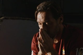 C'è anche Francesco Totti nel finale di Speravo de morì prima: ecco il video
