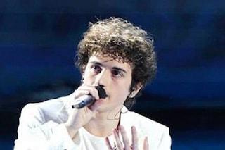 Tancredi sbaglia ad Amici 2021, il cantante interrompe l'esibizione
