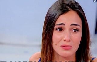 """Uomini e Donne, Vanessa in lacrime per Massimiliano: """"Per lui io non esisto"""""""