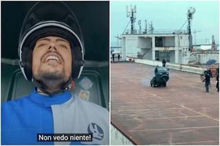 Ciro Priello impenna un tre ruote per 50 metri a Napoli: il folle spot The Jackal per The Grand Tour